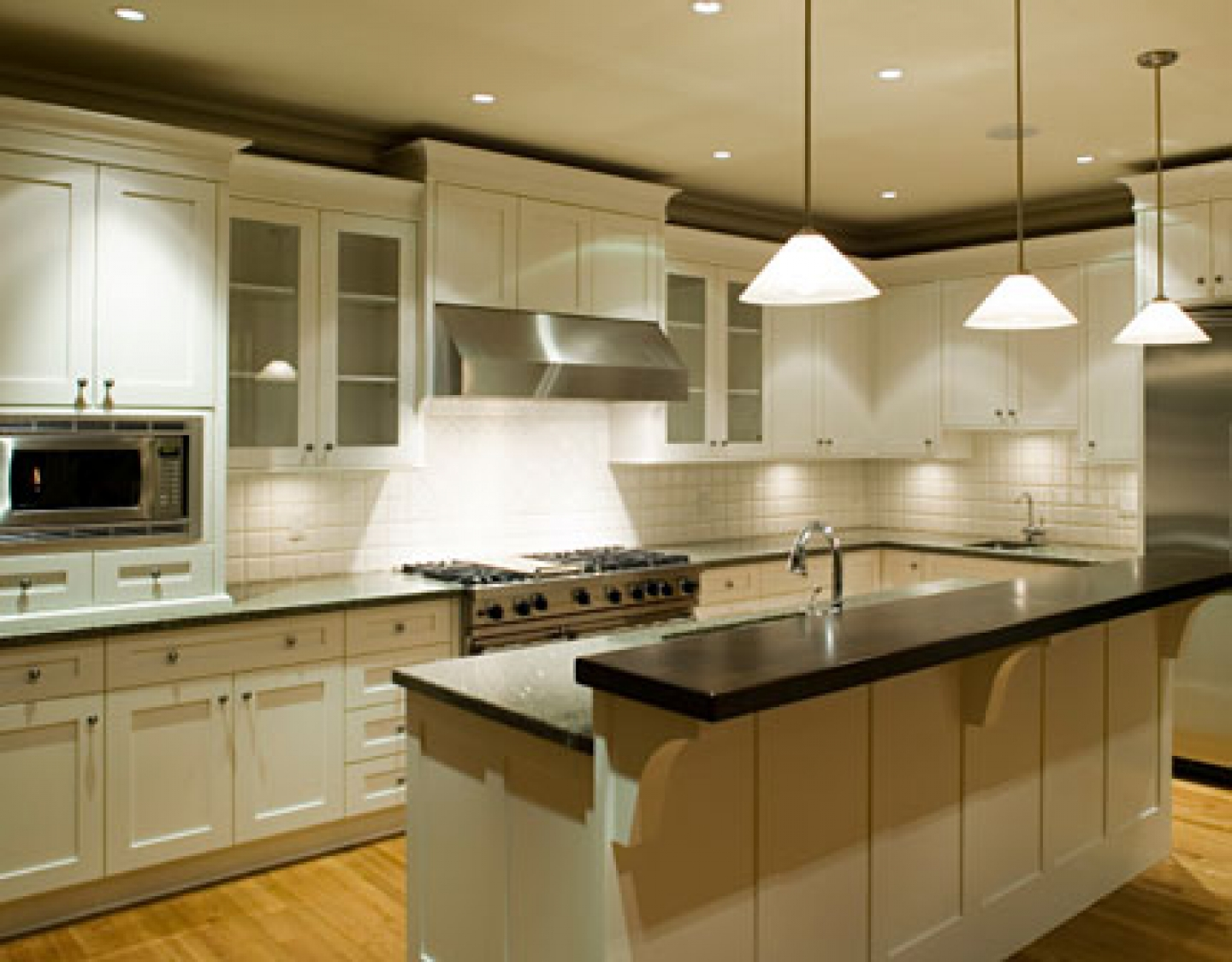 White kitchen cabinets stylize your house cabinets direct for Quality kitchen cabinets