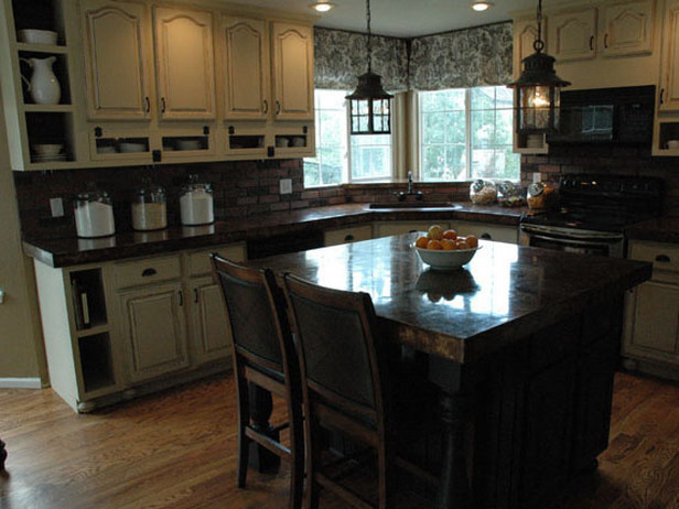 Refinishing cabinets a simple do it yourself task for Refinishing old kitchen cabinets