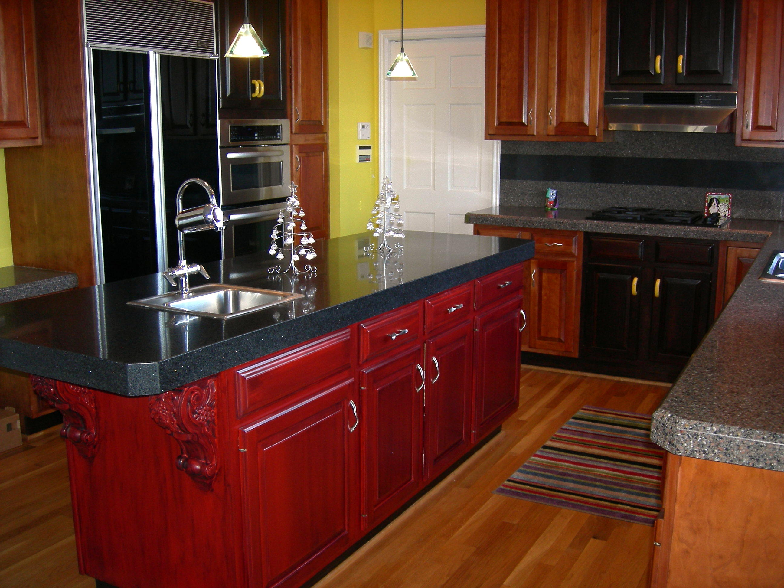 Refinishing cabinets a simple do it yourself task for Staining kitchen cabinets